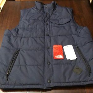 Men's The North Face quilted Vest.  Never worn.